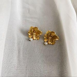 VTG Gold Hawaiian Flower Tiny Pearl Earrings